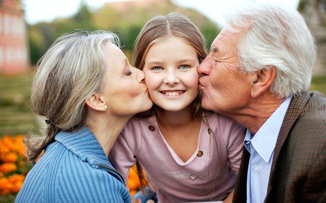 Внучка, дедушка, бабушка