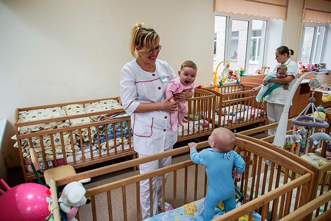 Ребенок в доме малютка