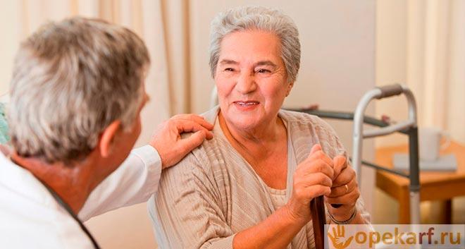 Осмотр врачом пожилой