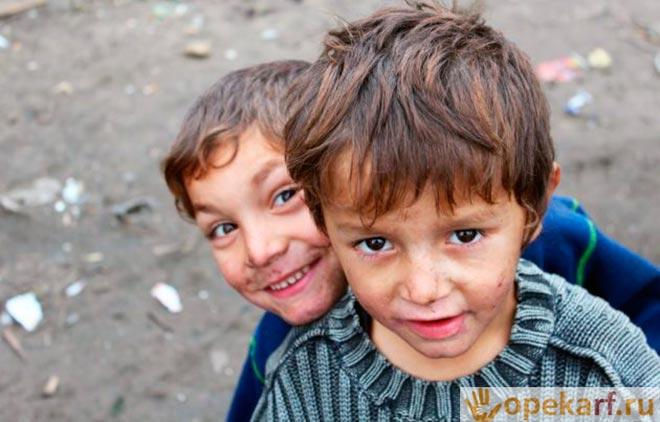 Дети с во дворе