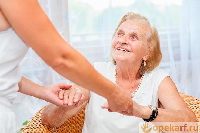 Помощь пожилой даме