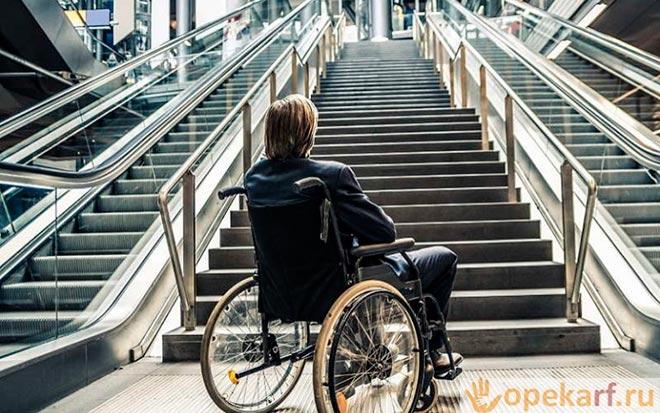 Подросток в инвалидном кресле
