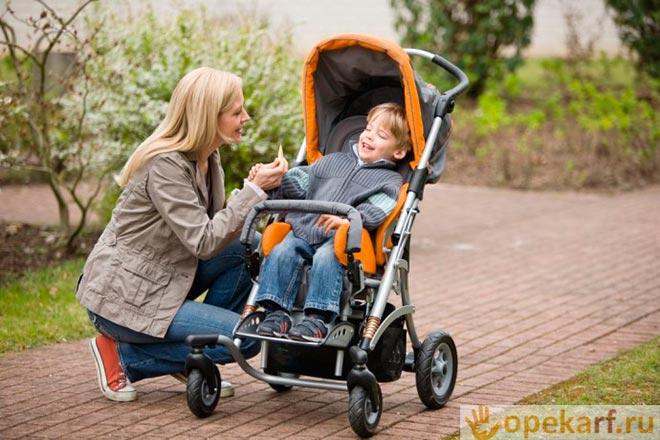 Прогулка в детской коляске