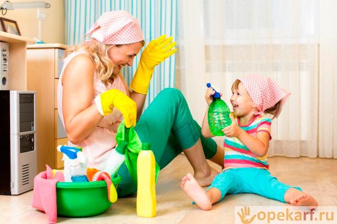 Мама с дочерью убираются