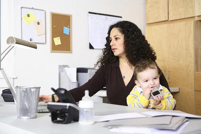 Имеют ли право работодатель уволить многодетную мать с работы