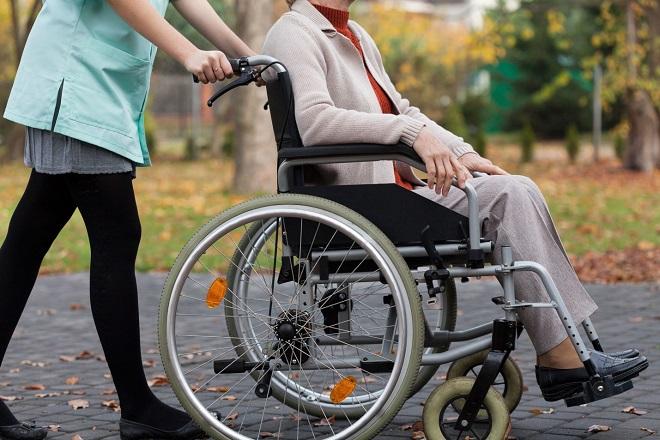 Уход за инвалидом 1 группы: стаж, как оформить