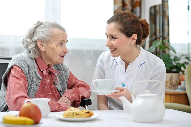 Как общаться с лицами пожилого возраста и инвалидами?